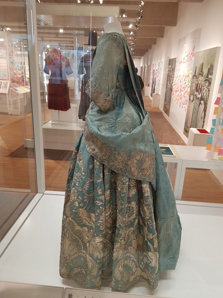 lady rachel morgan s dress side view